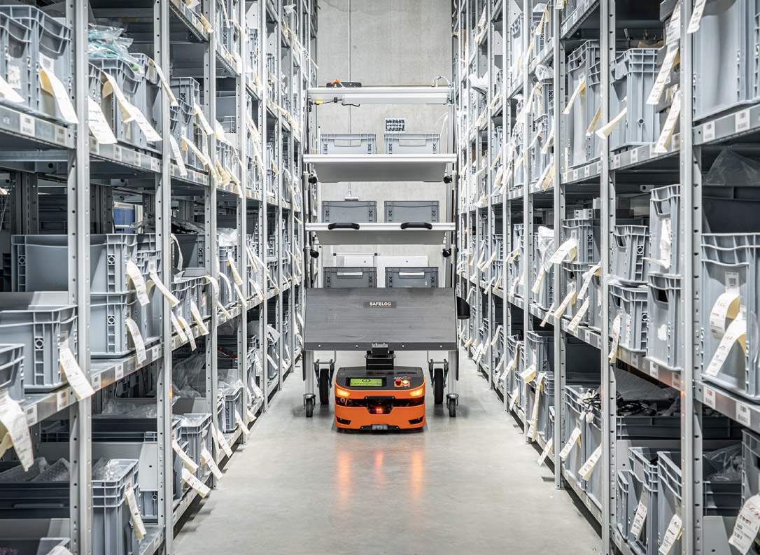 SAFELOG AGV + IntelliCart in warehouse