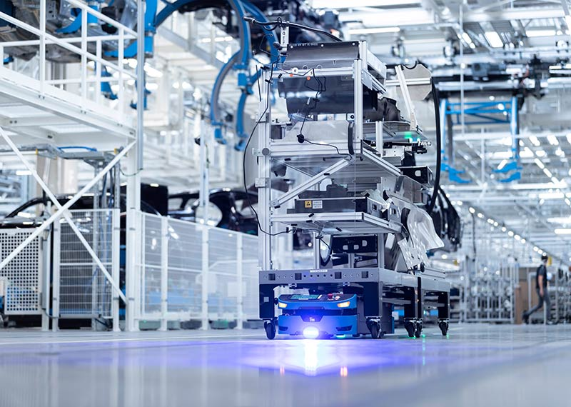 Los AGV y los sistemas de preparación de pedidos de SAFELOG parte de la más moderna sede de producción de automóviles del mundo